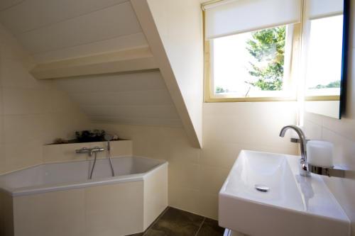 Badkamer Plafond Aluminium : Onderhoudsvrije badkamerplafonds